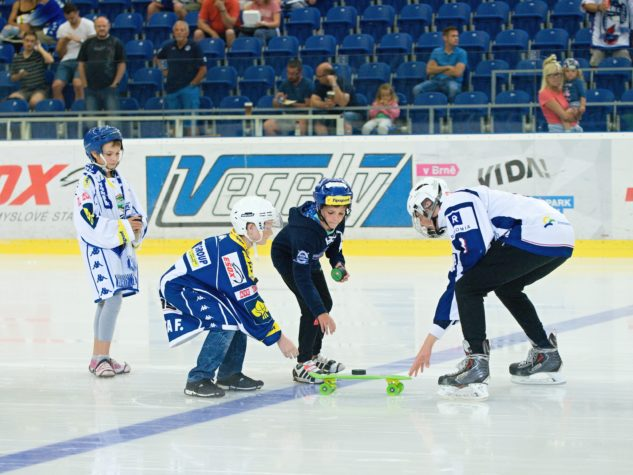 Malí hokejisti soutěžili o koloběžku