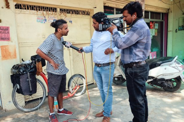 Marek Jelínek dává rozhovor do indické televize