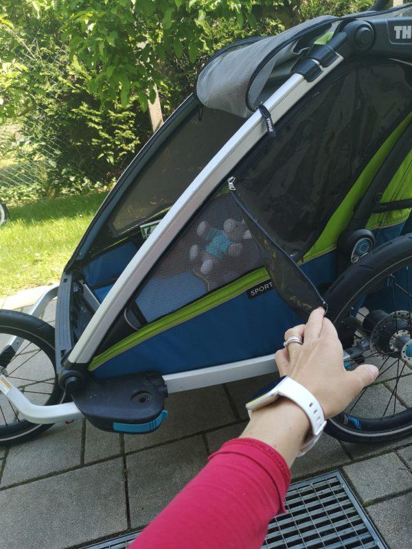 Odepínatelná okénka dětem pomáhají k příjemnější teplotě uvnitř dětského vozíku.