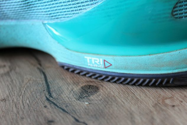 Technologie TRI-NRG je forma mnohem tužší EVA pěny.