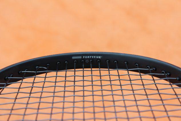Technologie FortyFive odkazuje na pletený grafit pod úhlem 45° pro lepší flexi a stabilitu.