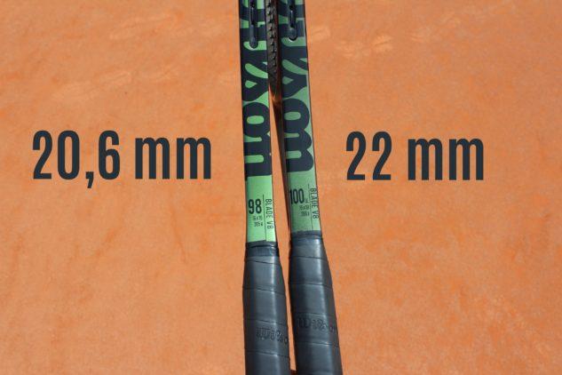 Srovnání šířky rámů modelů 98 a 100UL. Všimněte si tmavšího odstínu rámu u ultralehkého modelu napravo.
