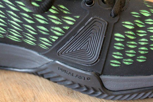 Tennisschuhe Wilson Amplifeel 2.0 Clay haben einen Daumenschutz