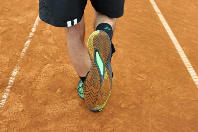 Tennisschuhe Wilson Amplifeel 2.0 Clay haben eine Außensohle mit Fischgräte-Muster