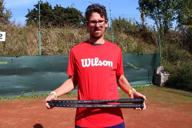 Michal Bayerl při testu tenisových raket Wilson Pro Staff v13.