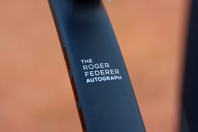 Tenisová raketa Rogera Federera.