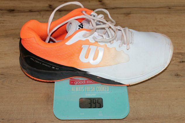 Tenisové boty Wilson Rush Pro 3.0 Clay váží ve velikosti 45 1/3 celých 395 gramů.