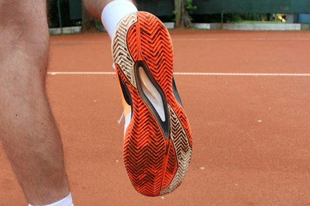 Antukové boty od Wilsonu mají klasickou podrážku s hlubokým vzorkem rybích kostí.