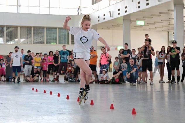 Freestyle exhibice FSK na Megatestu bruslí a koloběžek