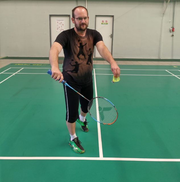 Lukáš Sábo při testování badmintonové rakety Victor Auraspeed 70K