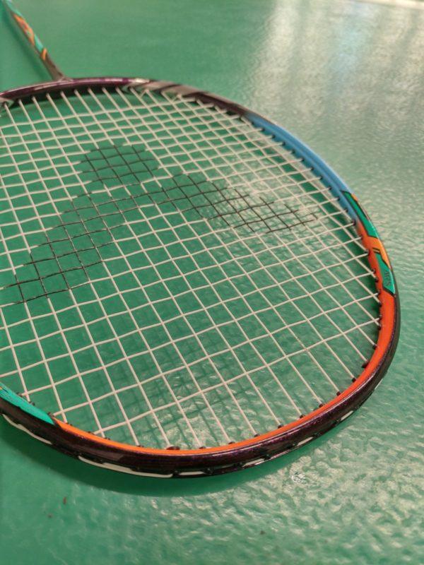 lepší aerodynamika badmintonové rakety Victor Auraspeed 70K