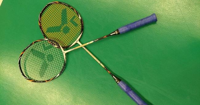 Badmintonové rakety Victor Light Fighter 7500 a Petr Koukal