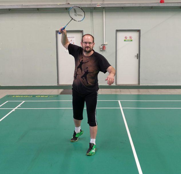 Lukáš Sábo testuje badmintonovou raketu Victor Auraspeed 70K
