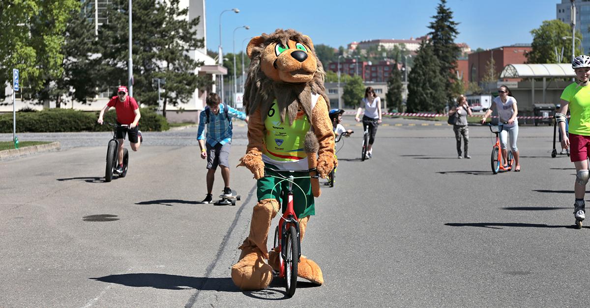 Lev Alex na koloběžce na Megatestu 2018