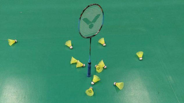 testování badmintonové rakety Victor Auraspeed 70K