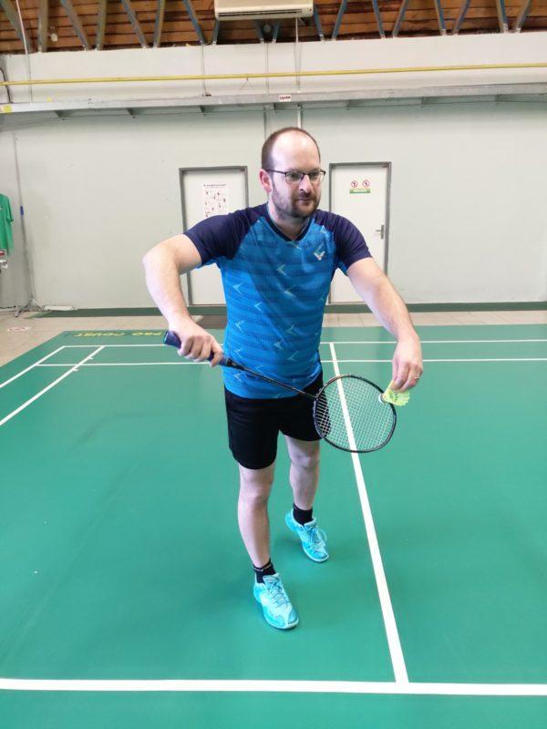 Testování sálových badmintonových bot Victor A362 RG