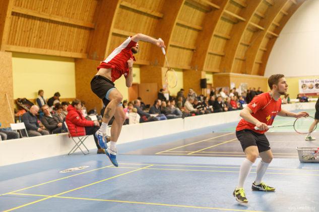 Vojtěch Šelong v badmintonové čtyřhře s Adamem Mendrekem.