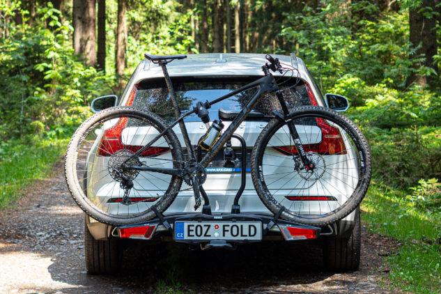 Takhle vypadá kolo na nosiči na tažné zařízení Thule EasyFold XT 933.