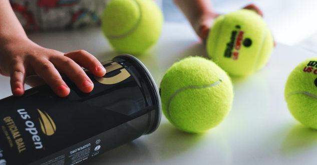 Nové tenisové míče. Jsou lepší než míčky ohrané?