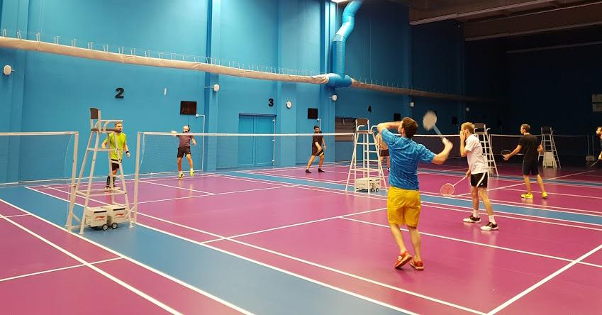 Testování badmintonových raket v Xarena Slatina