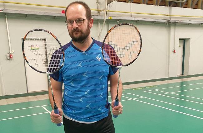 Srovnání badmintonových raket Victor Light Fighter 7500 a Petr Koukal
