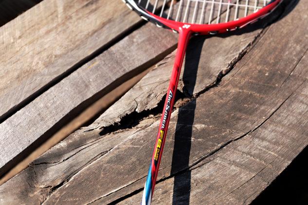 Rakety Yonex Arcsaber jsou tradiční výbavou pro technické hráče