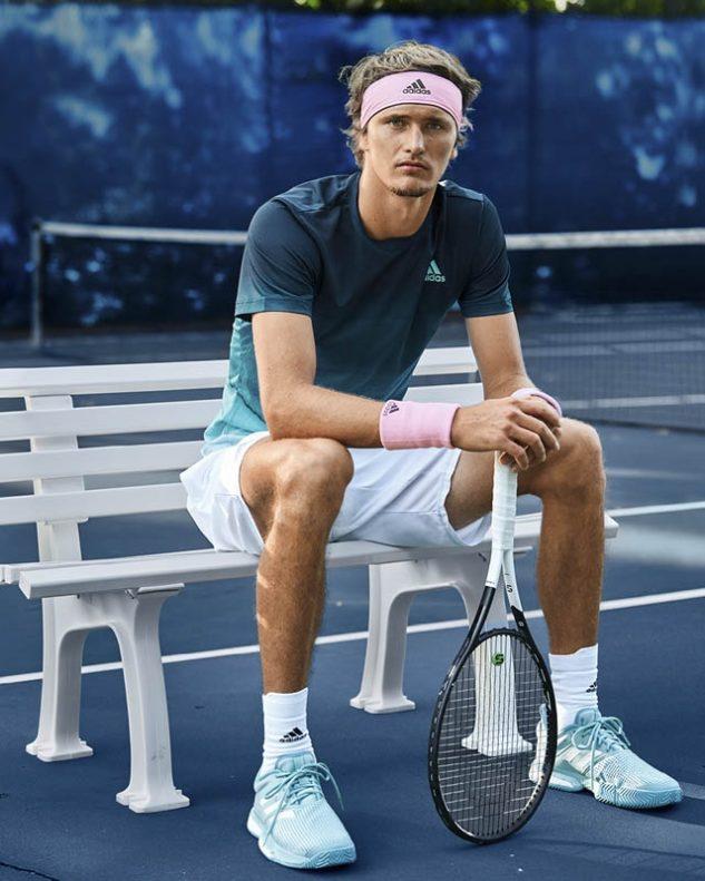 Alexander Zverev v setu adidas Parley Printed Tee a botách adidas SoleCourt Boost Parley